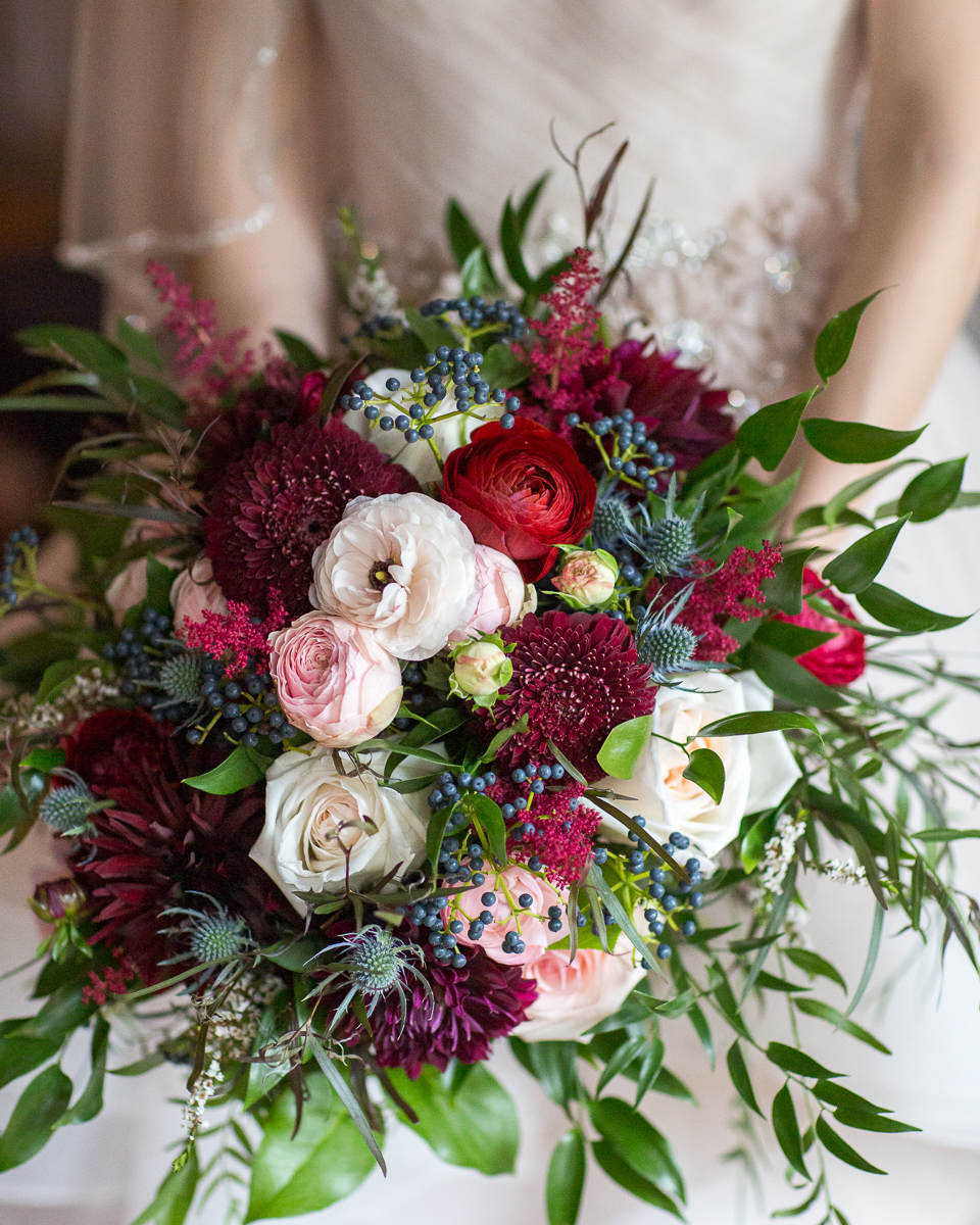 Twigs et fleurs Florist, Wedding Flowers Bouquet Stowe Vermont Wedding photo by Lindsay Raymondjack